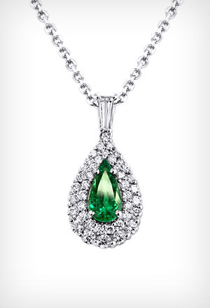 """<a href=\""""/product-category/necklaces/emerald-necklaces/\"""" title=\""""Emerald Necklace\"""" >Emerald Necklace</a>"""